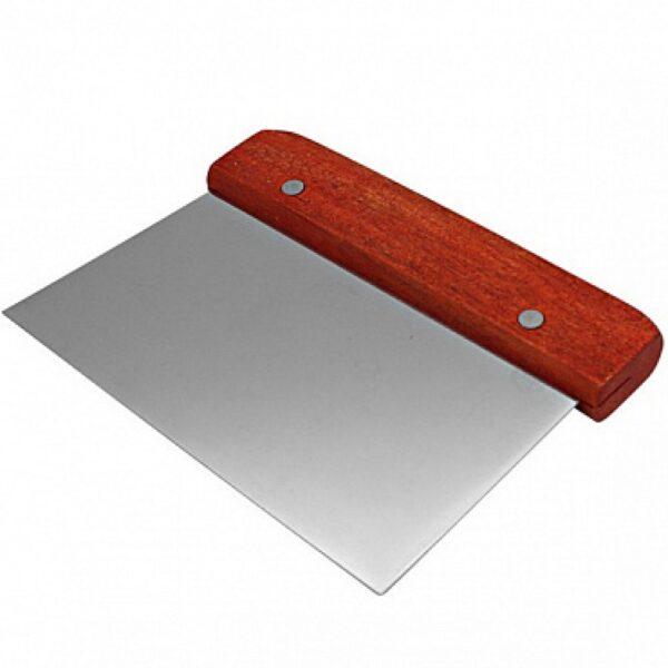 Скребок металлический с деревяной ручкой.